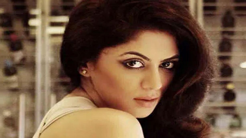 चंद्रमुखी चौटाला फेम अभिनेत्री ने Corona के जरिए किया इंसान बांटने वालों पर कटाक्ष