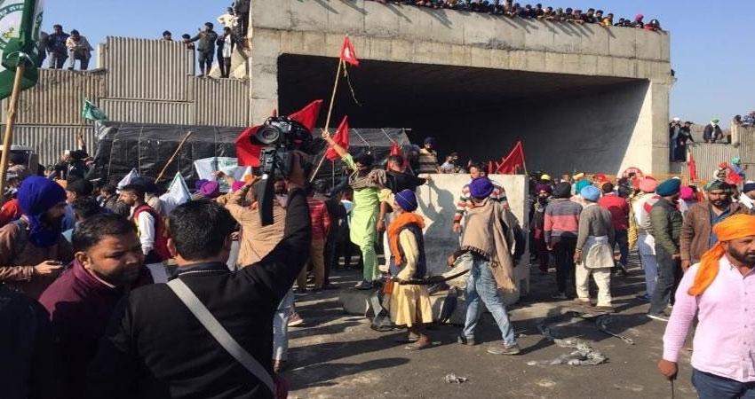 गाजियाबाद हादसे से खफा परिजनों ने मृतकों के शव रखकर जाम किया NH-58