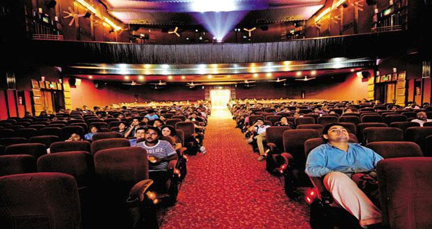 वित्त मंत्री पीयूष गोयल ने बॉलीवुड पर बरसाया प्यार, मूवी टिकट पर 18% घटाया जीएसटी