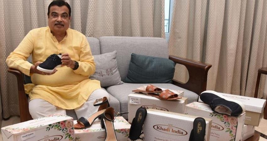 त्योहारों में स्वदेशी समानों की मची धूम, नितिन गडकरी ने लॉन्च किए खादी के जूते