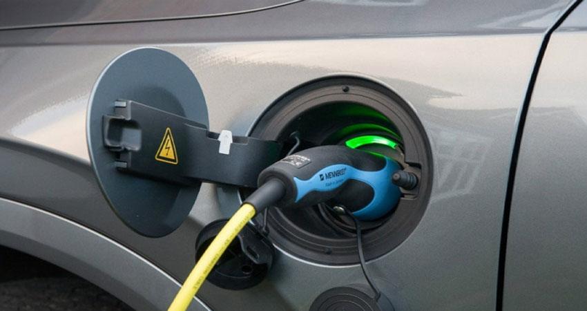 क्या भारत इलेक्ट्रिक वाहनों को अपनाने के लिए तैयार है? जानिए यहां