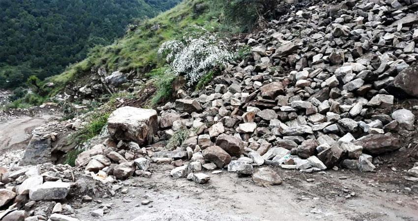 हेमकुंड साहिब यात्रा मार्ग बाधित, गोविंदघाट- पुलना सड़क पर आया मलबा