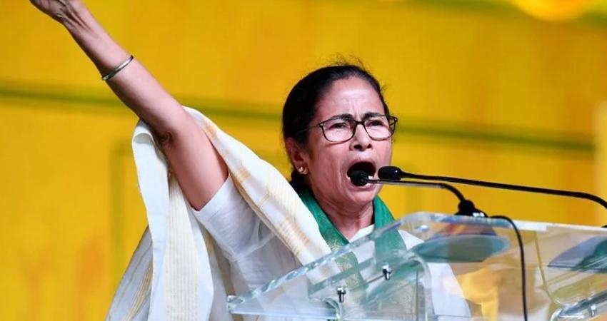 ममता ने की शांति की अपील, सीआरपीएफ पर मतदाताओं पर गोलीबारी करने का लगाया आरोप