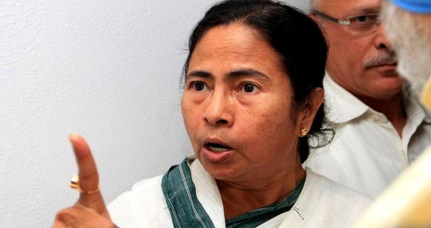 ममता ने किया ऐलान, बंगाल में रहना है तो बोलनी होगी बांग्ला