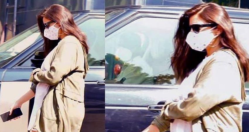 डिलीवरी से पहले क्लिनिक के बाहर स्पॉट हुईं Anushka, मीडिया से बचती आईं नजर