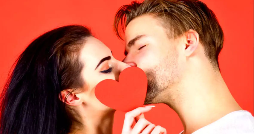 रोमांस के अलावा किस करने के हैं और भी कई फायदे, जानकर रह जाएंगे हैरान