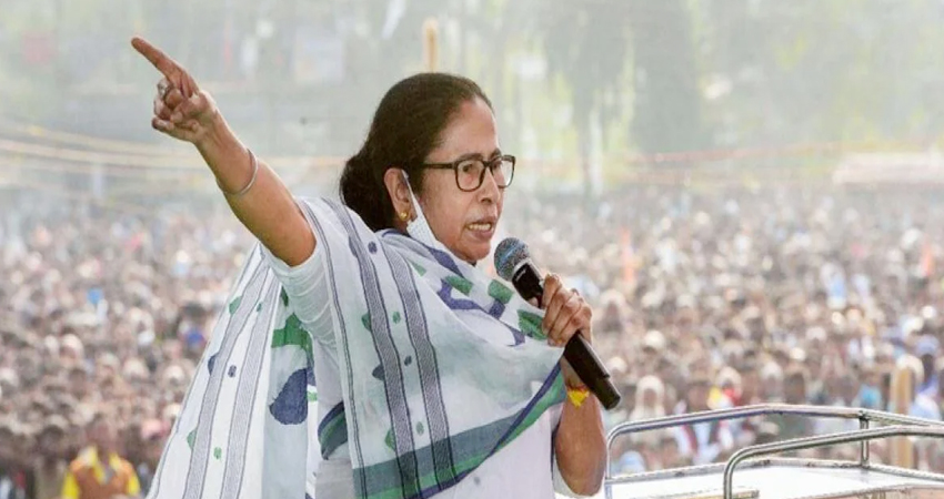 ममता बनर्जी को चुनाव आयोग का दूसरा नोटिस, CRPF पर गलत बयानबाजी का है आरोप