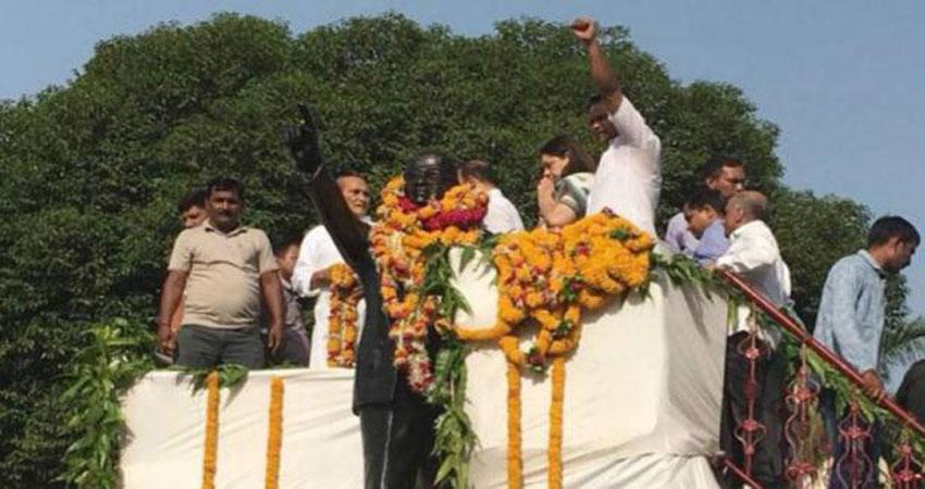 मेनका गांधी ने बाबा साहब को दी श्रद्धांजलि, दलित नेताओं ने दूध से की प्रतिमा की शुद्धि