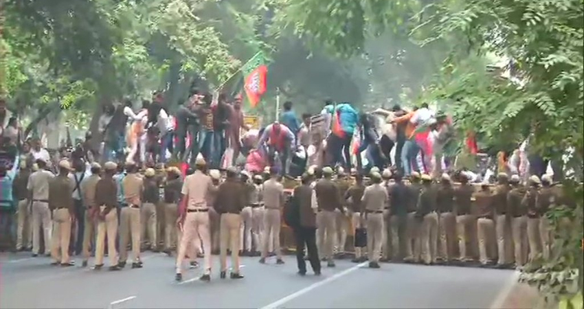 BJP का कांग्रेस मुख्यालय पर हल्ला बोल, कहा- #Rafale पर माफी मांगें राहुल गांधी