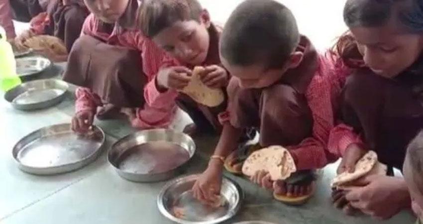 उत्तरप्रदेश: सरकारी स्कूल में मिड-डे-मील के नाम पर बच्चों को नमक और रोटी दिया गया