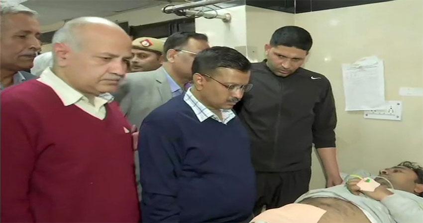 #DelhiRiots: हिंसा के बाद घायलों से मिलने GTB अस्पताल पहुंचे CM केजरीवाल