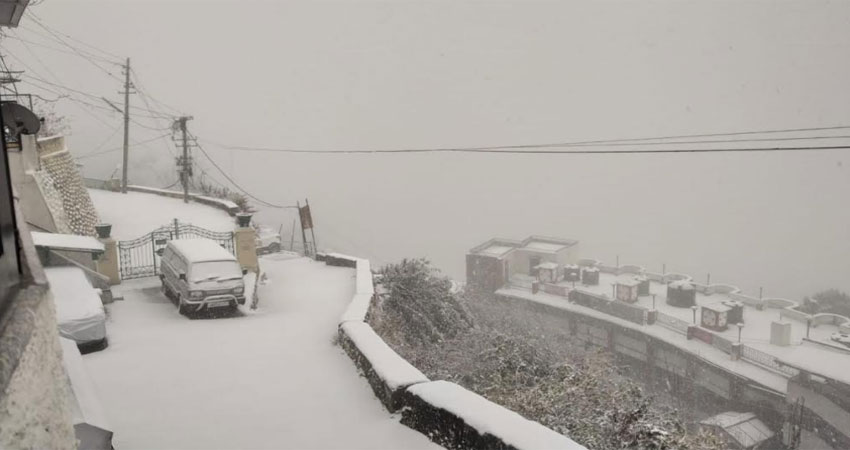 उत्तराखंड में जमकर हुई बर्फबारी, मसूरी में दो साल बाद बर्फबारी