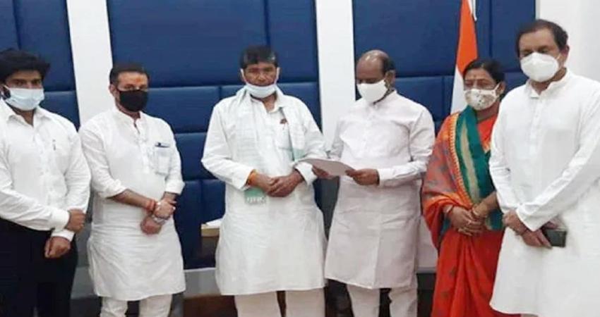 चिराग पासवान के खिलाफ एकजुट हुए LJP सांसद, पारस को चुना लोकसभा में दल का नेता