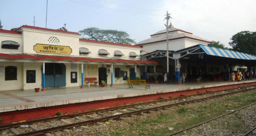 रेलवे के लिए बनेगा सिंगल विंडो क्लियरेंस सिस्टम, CM ने की रेल लाइन कार्यों की समीक्षा