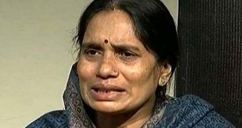 Nirbhaya gangrape: कोर्ट में निर्भया और दोषी की मां के बीच हुई बहस, जज ने कराया मामला शांत