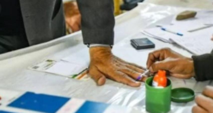 बिहार में 'युवा वोटरों' को लुभातीं पार्टियां