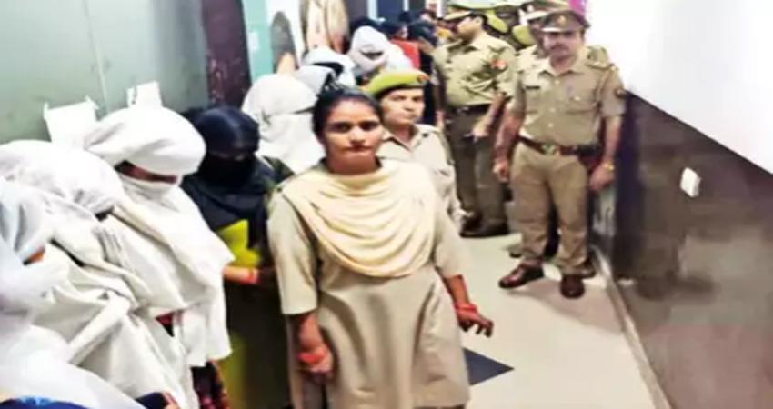 तीन स्पा सेंटर्स में चल रहा था देह व्यापार का धंधा, पुलिस ने 19 लोगों को पकड़ा