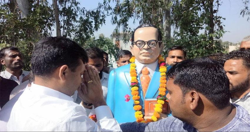 उत्तराखंड: बाबा साहब की मूर्ति से छेड़छाड़, दलित और भीम आर्मी ने किया हंगामा