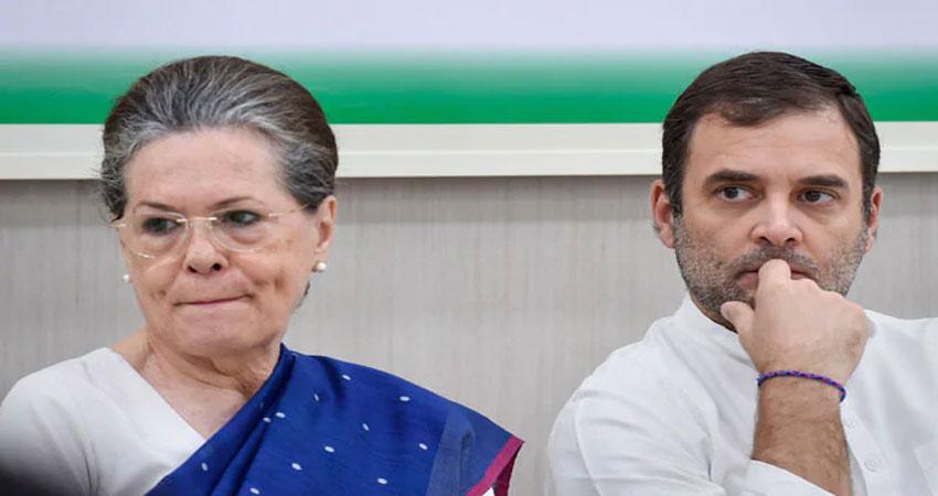 गुजरात में कांग्रेस पार्टी के चार विधायकों ने विधानसभा अध्यक्ष को सौंपा इस्तीफा