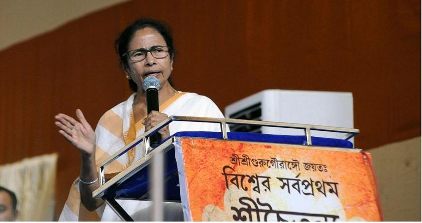 अम्फान तूफान के बाद बंगाल में बिजली-पानी आपूर्ति प्रभावित, लोगों ने ममता सरकार से जताई नाराजगी