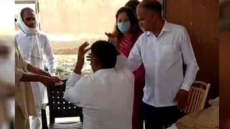 BJP नेत्री सोनाली फोगाट ने सरकारी कर्मचारी को चप्पल से पीटा, वीडियो वायरल