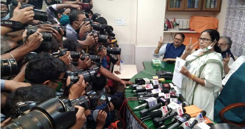 बंगाल में रण! प्रेस कांफ्रेंस मेंममता ने दिखाया आक्रामक अंदाज, कहा- हर हाल में बनेगी TMC सरकार