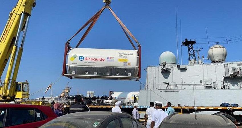 कतर से भारत आया ऑक्सीजन, नौसेना का जहाज लेकर पहुंचा मुंबई