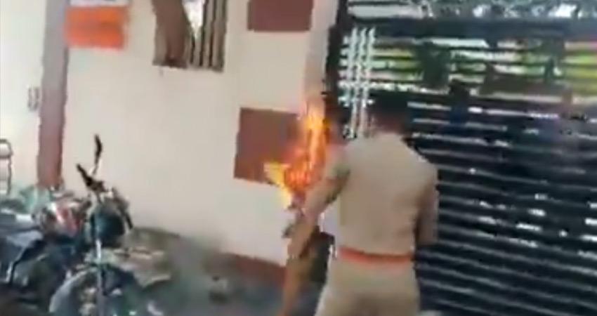 यूपी विधानसभा के आगे महिला ने खुद को किया आग के हवाले, पुलिस के हाथ-पांव फूले