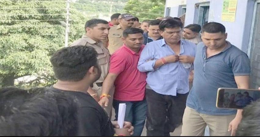 विजिलेंस ने 10 हजार रिश्वत लेते तहसीलदार को किया गिरफ्तार