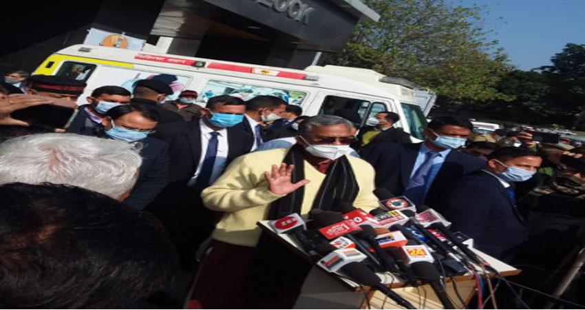लांच हुआ कोविड 19 टीकारण अभियान, 100 स्वास्थ्य कर्मियीं को लगाया टीका