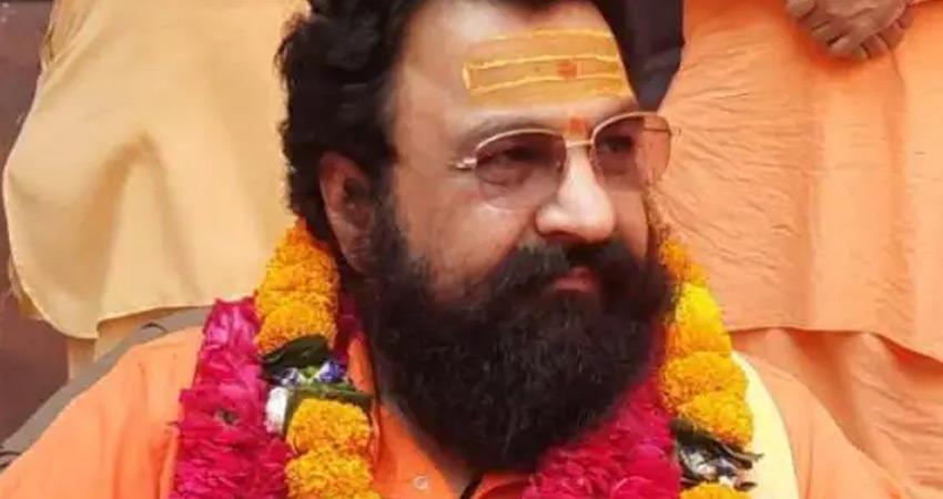 अखाड़ा परिषद का अध्यक्ष बनने के बाद सीएम योगी के समर्थन में उतरे महंत रवींद्र पुरी
