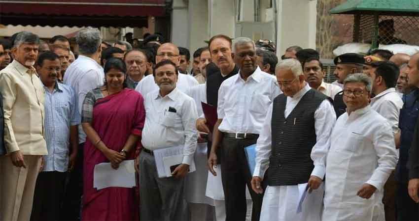 एक्जिट पोल के नतीजों के बाद कांग्रेस हुई परेशान, चुनाव आयोग के सामने ईवीएम को लेकर चिंता जताई