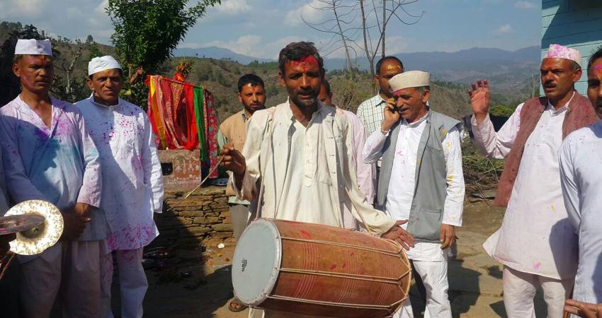 उत्तराखंड में होली गायन की अनूठी परंपरा, कुमाऊं क्षेत्र में पौष से शुरू हो जाती है होली बैठक