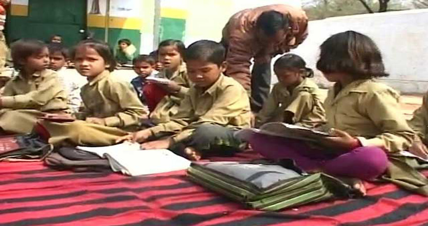 UP में जूता घोटाला: बिना जूते के स्कूल जाने को मजबूर 50 हजार बच्चे, कुछ को मिला सिर्फ एक पैर का जूता