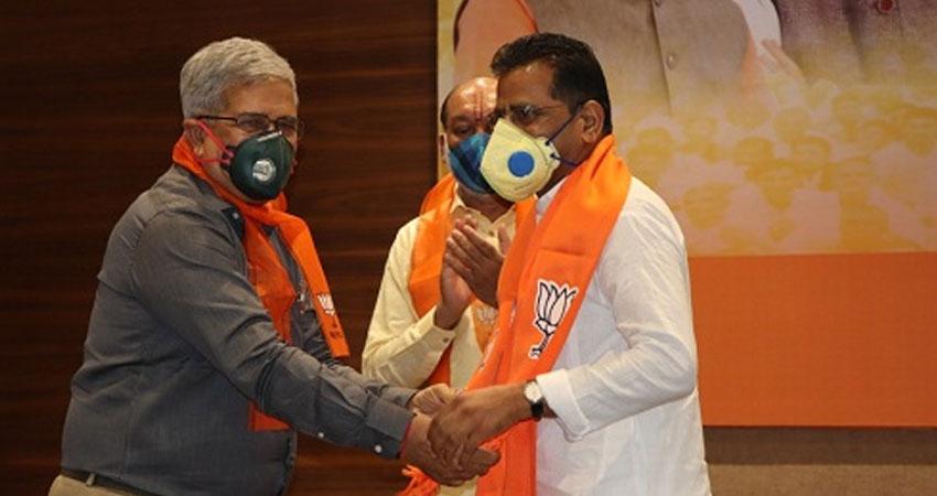 गुजरात में 5 पूर्व विधायकों ने कांग्रेस को दिया झटका, भाजपा में खुशी की लहर