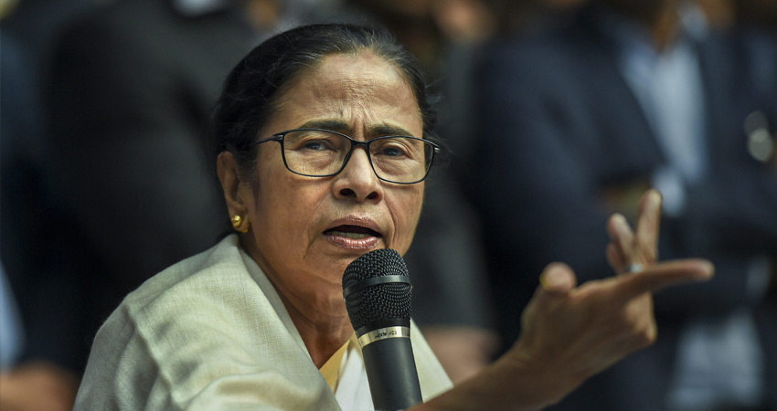 भाजपा के खिलाफ विपक्ष की एकता में जुटीं ममता ने गडकरी से की मुलाकात