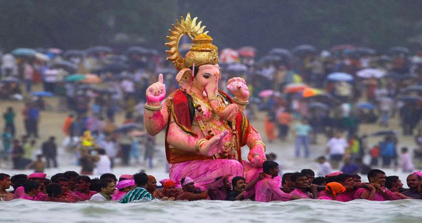 #GaneshChaturthi: गणेश स्थापना के समय करें इन मंत्रों का जाप, जानें पूजा विधि और कथा