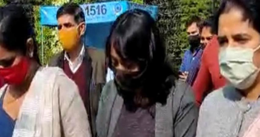 टूलकिट मामला: कोर्ट ने दिशा रवि को अब न्यायिक से पुलिस हिरासत में भेजा