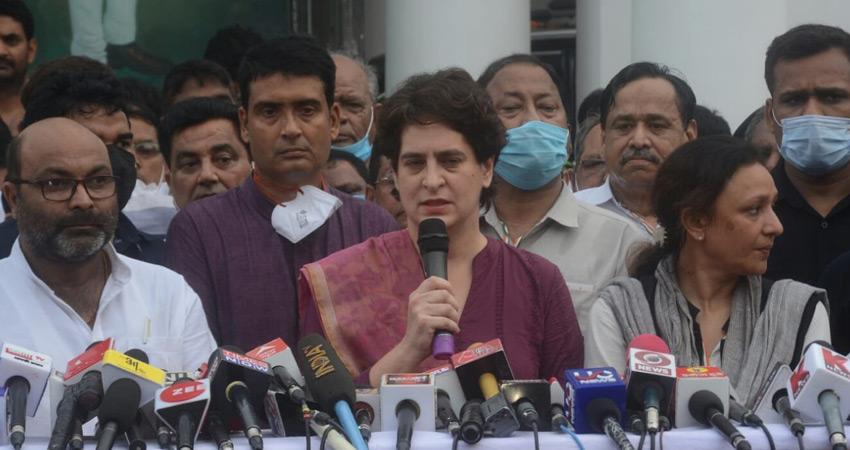 यूपी में कांग्रेस की चुनाव तैयारियों का जायजा लेने लखनऊ पहुंचीं प्रियंका गांधी