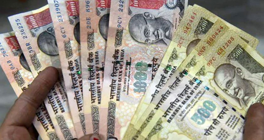 गुजरात : नोटबंदी में बैन हुए पौने 5 करोड़ रुपये मूल्य के पुराने नोट बरामद