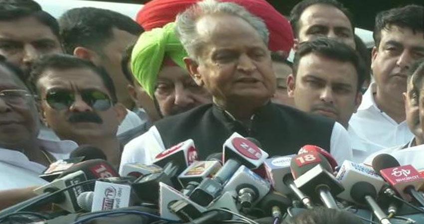 पार्टी के लाखों कार्यकर्ताओं को निराश नहीं करेंगे राहुल गांधीः अशोक गहलोत