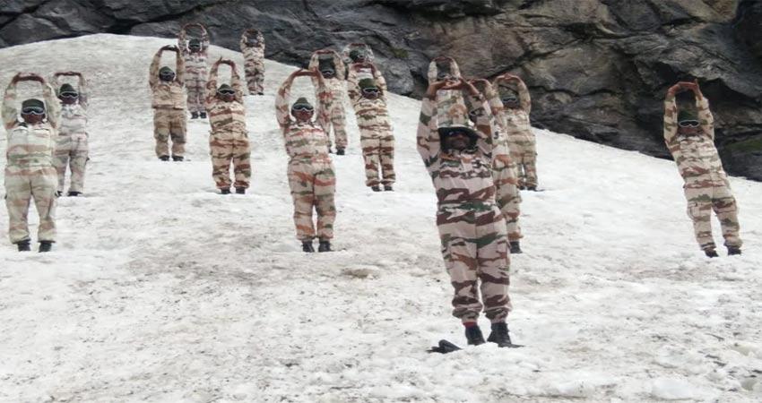 हिमवीरों ने 16 हजार फीट की ऊंचाई पर ग्लेशियर पर किया योग