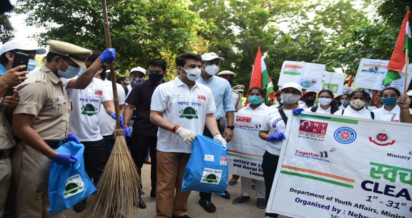 10 दिनों में देशभर से हुआ 30 लाख किलो कचरा एकत्र : अनुराग ठाकुर