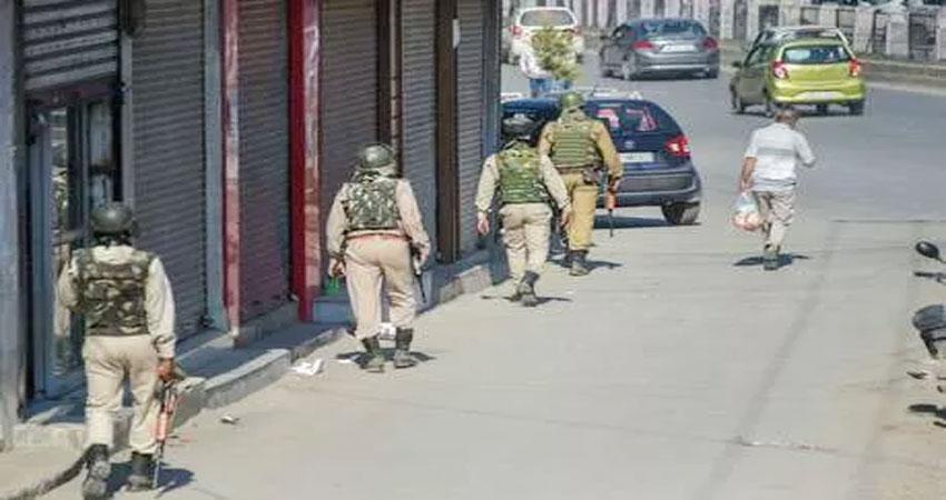 जम्मू कश्मीर: जुमे की नमाज के लिए लगाए सभी प्रतिबंध हटे, फिर भी जनजीवन प्रभावित