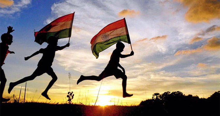 #RepublicDay2019: आज भी दिल को छू लेते हैं ये 10 देश भक्ति के गाने
