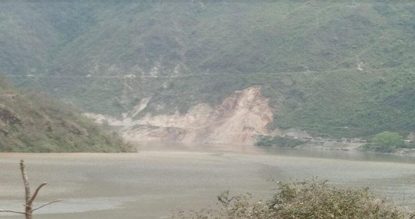 बदरीनाथ राजमार्ग फरासू के पास फिर बंद, लगातार हो रहा भूस्खलन