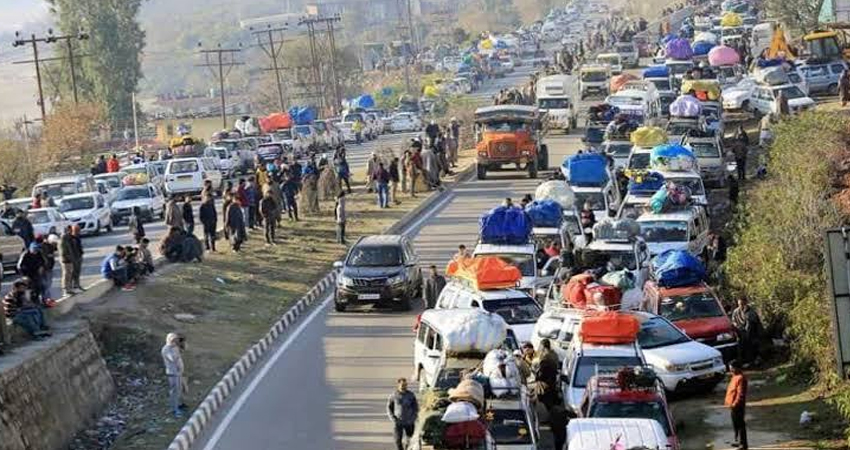 अमरनाथ यात्रा: जम्मू-श्रीनगर राजमार्ग पर आंशिक प्रतिबंध के खिलाफ श्रीनगर में धरना