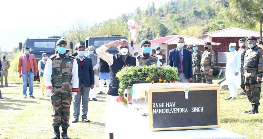 Uttarakhand: शहीददेवेंद्रका शरीरपंचतत्व में विलीन, सीएमत्रिवेंद्र व गढ़वाल सांसद ने श्रद्धांजलि
