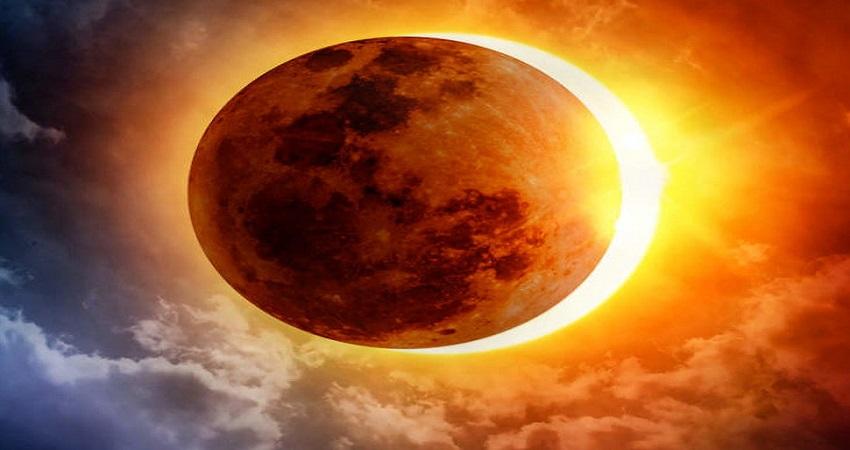 सूर्य ग्रहण में करें इन 3 महामंत्रों का जाप, टल जाएगा हर बड़ा संकट