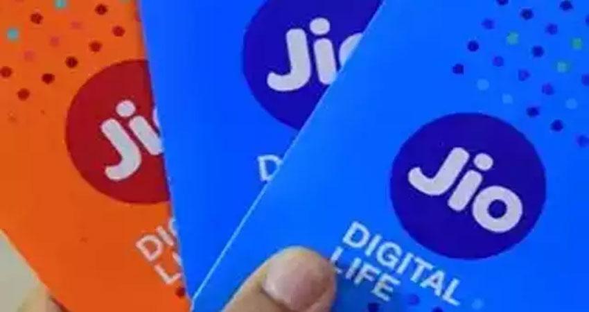 jio ने त्योहारी सीजन में 4जी फोन का दाम 50 प्रतिशत तक घटाया